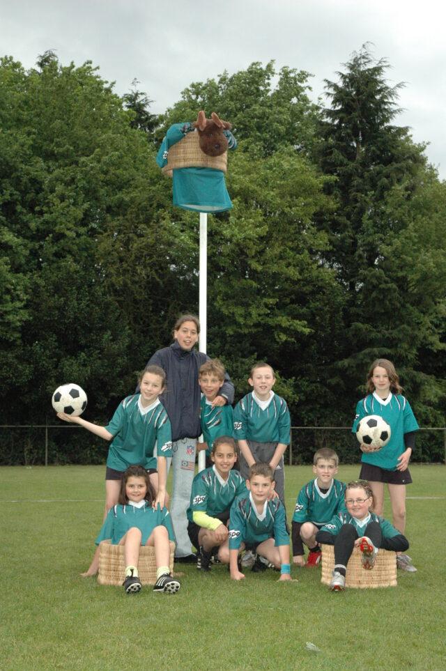 https://www.sdo-korfbal.nl/wp-content/uploads/2021/04/2006-juni-teamfoto-D1-640x963.jpg